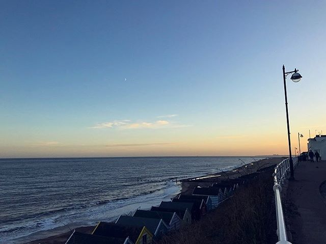 Oh we do like to be beside the seaside… ?? #southwold #suffolk #ohidoliketobebesidetheseaside #sunset #sea #beach